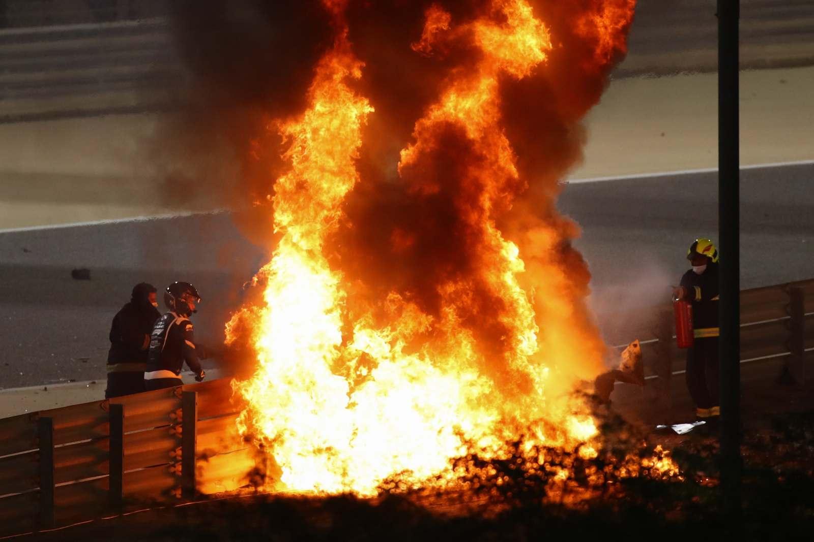 Após quase 30s, Romain Grosjean saiu deste incêndio com queimaduras leves