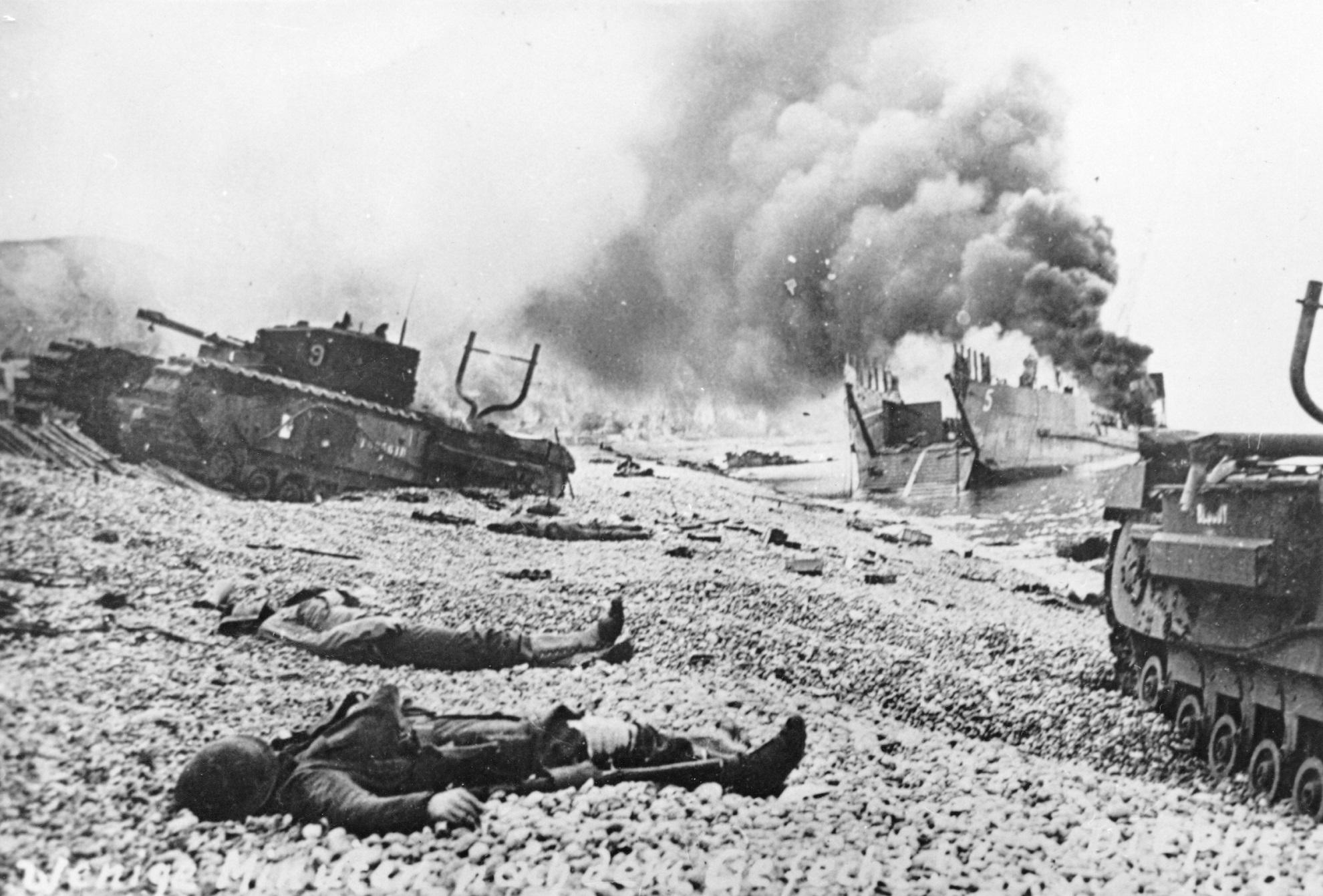 Bodies_of_Canadian_soldiers_-_Dieppe_Raid.jpg