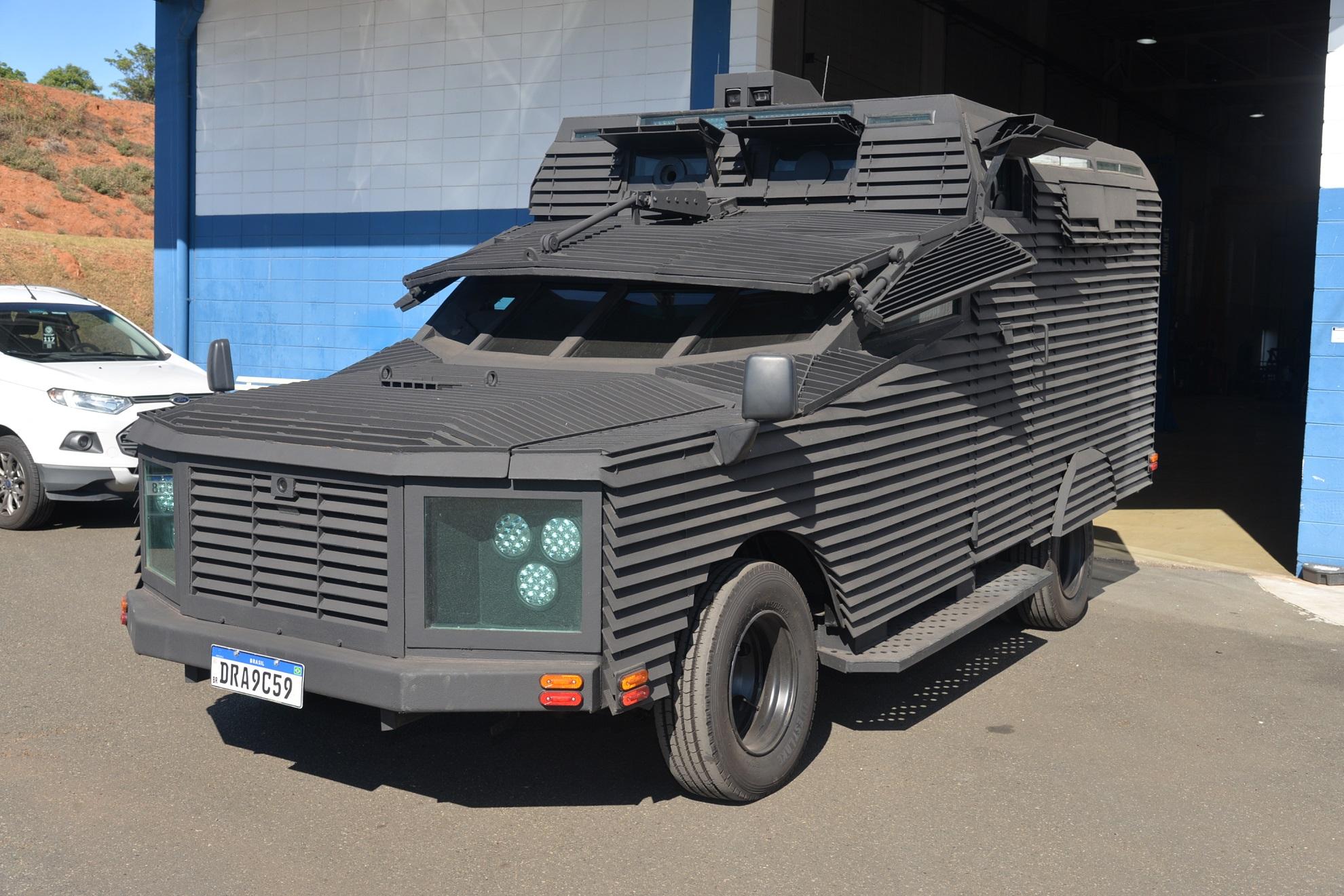 A Frontier modificada e rebatizada de Predador pela Combat Armor Defense