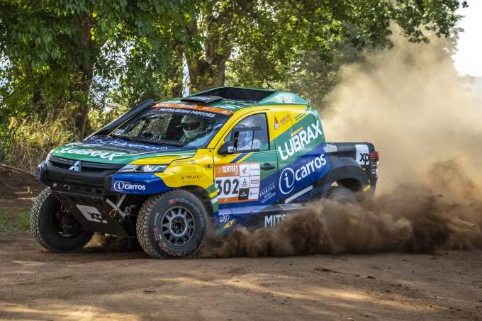 Mitsubishi-L200-Triton-Sport-Racing