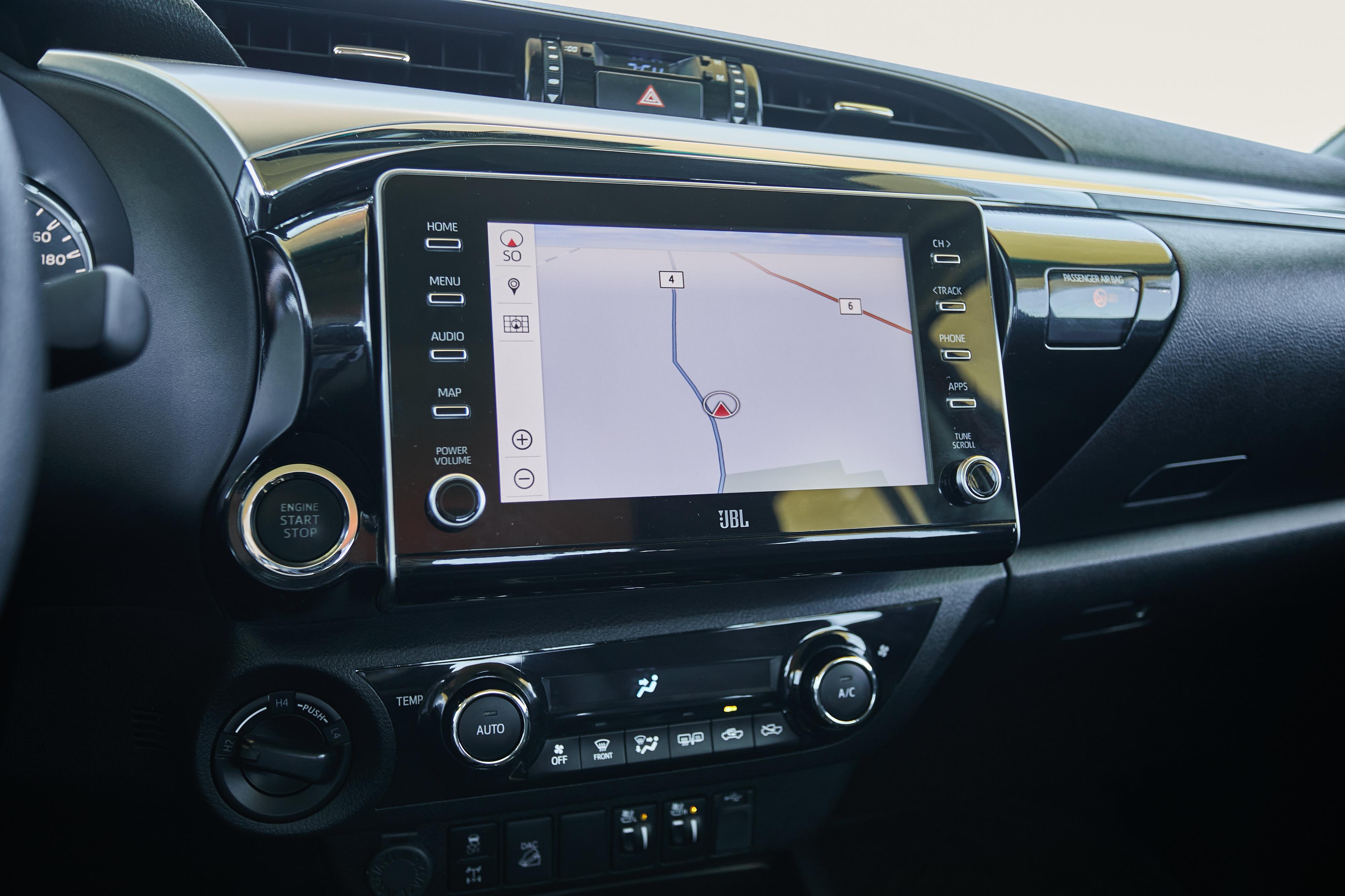 Central multimídia é compatível com sistemas Apple Carplay e Android Auto, via cabo