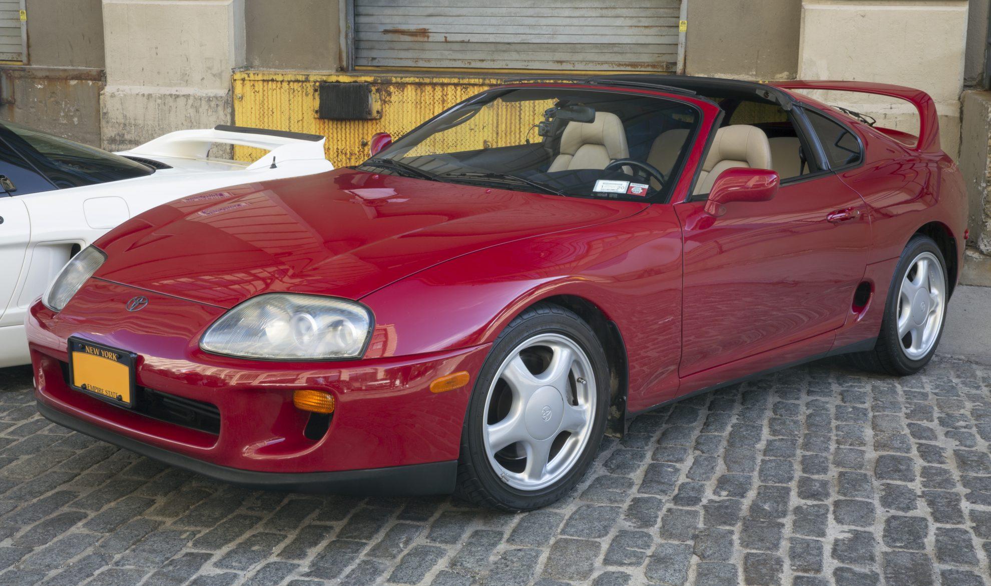 Um clássico Supra Sport 1994, que serviu de inspiração para as 'gracinhas' da Toyota no SEMA