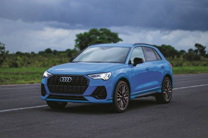 Audi-Q3-Black-S-line-