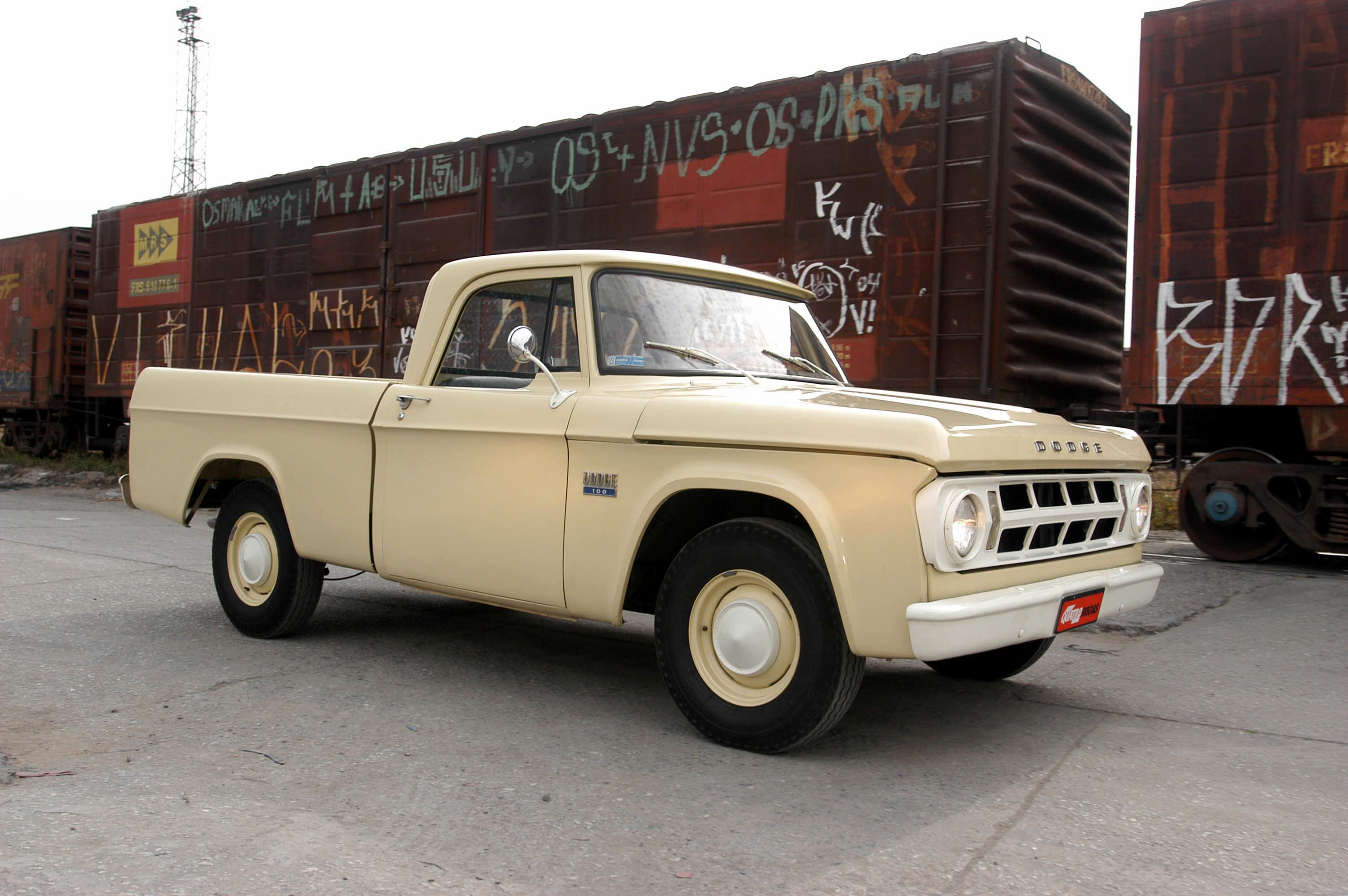 Dodge D 100, picape versão standard modelo 1970 da Chrysler, de propriedade de F_1