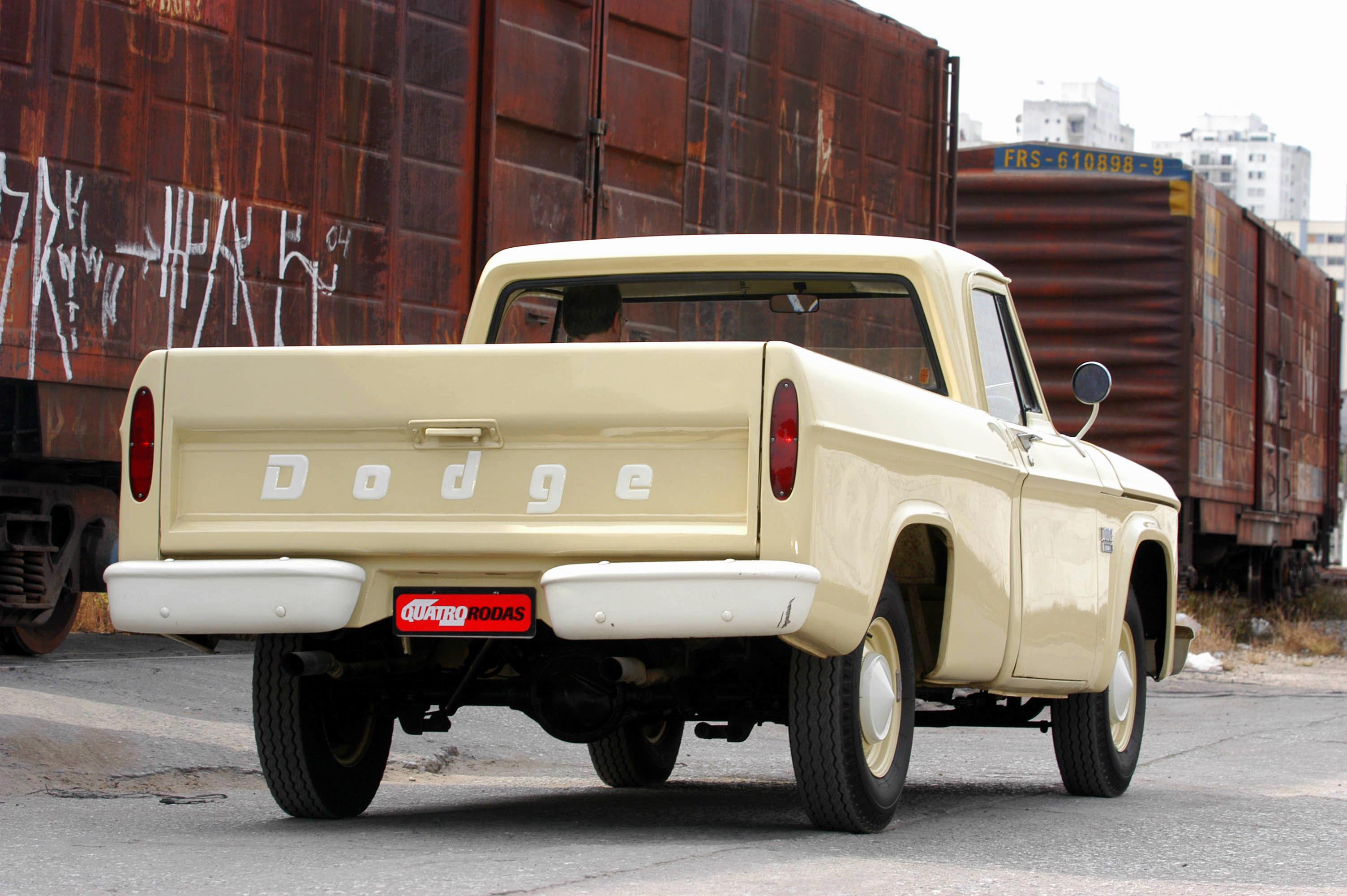 Dodge D 100, picape versão standard modelo 1970 da Chrysler, de propriedade de F_3