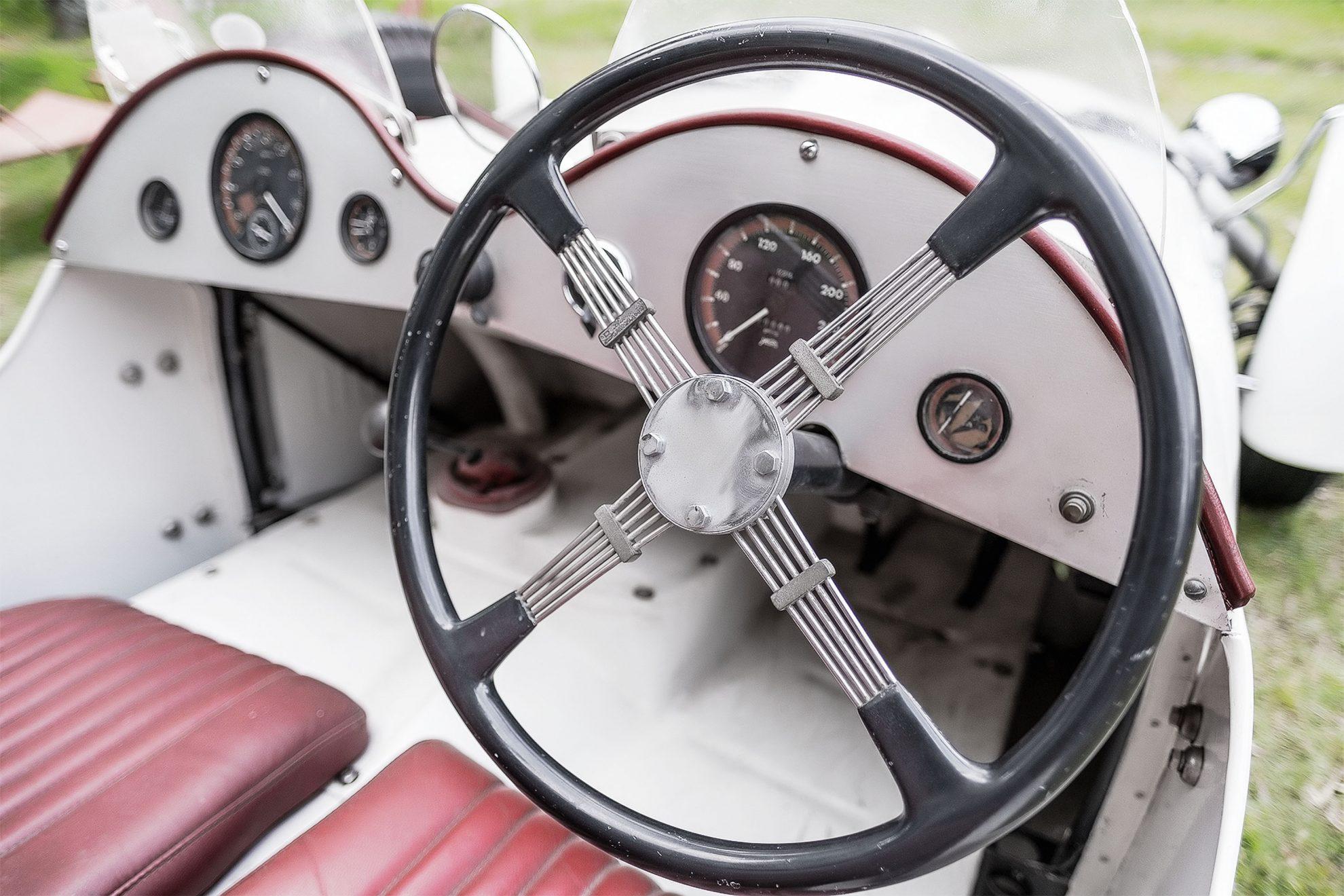 O J2 poderia ser comprado com volante no lado esquerdo