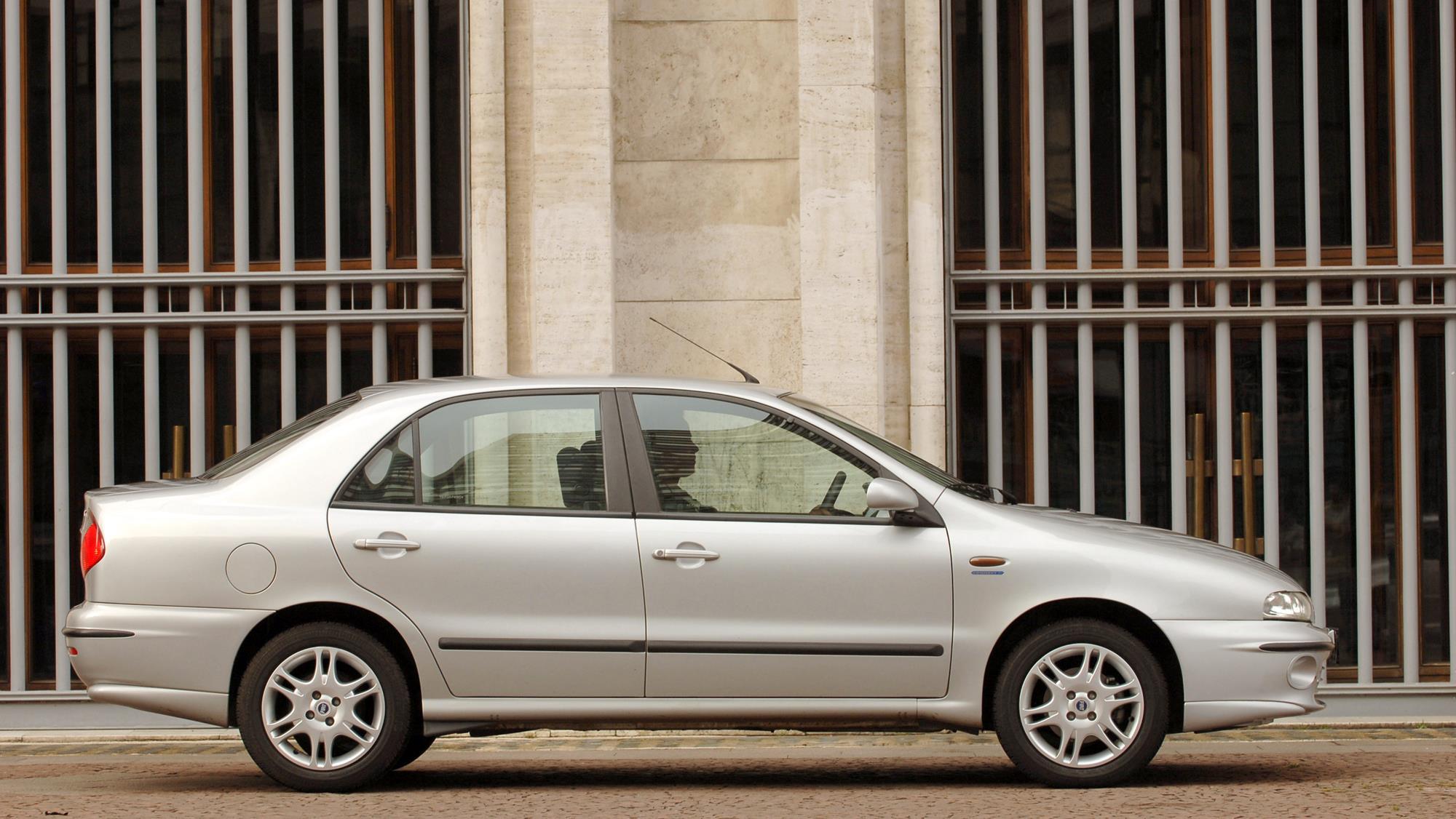 Marea SX 1.6 da Fiat, sedã modelo 2006, testado pela revista Quatro Rodas.