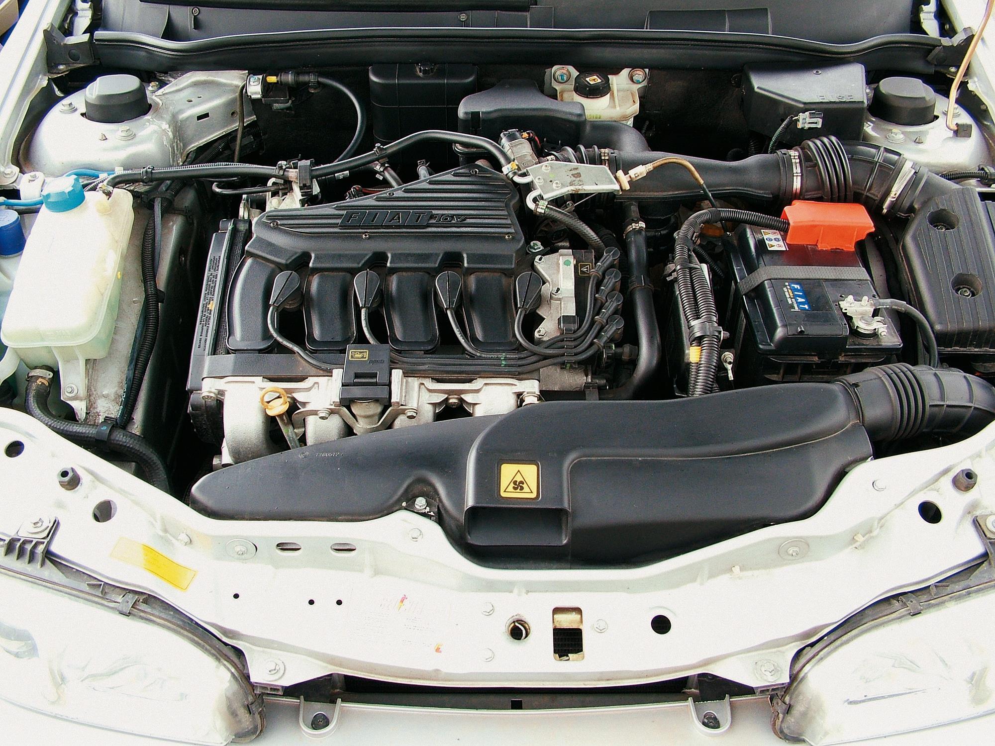 Motor do Marea SX 1.6 da Fiat, sedã modelo 2006, testado pela revista Quatro Rod_1