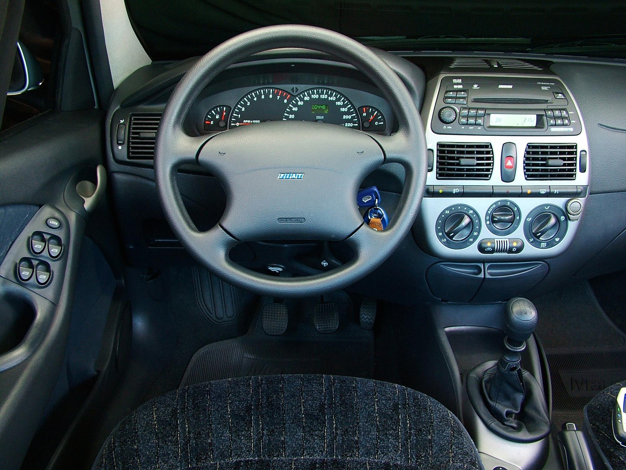 Painel do Marea SX 1.6 16V, modelo 2006 da Fiat, testado pela revista Quatro Rod