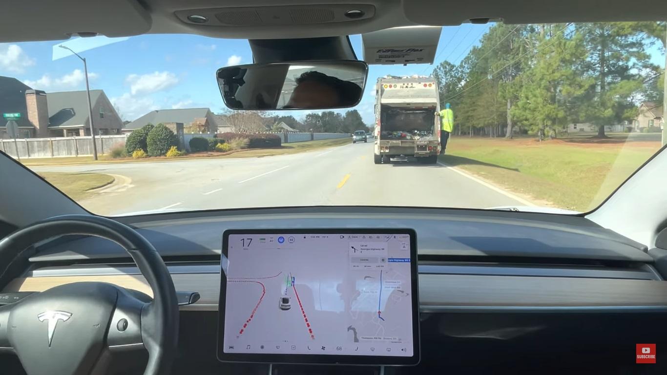 Tesla Model 3 se deparou com caminhão de lixo e foi capaz de ultrapassar com segurança — sem nenhuma interferência humana
