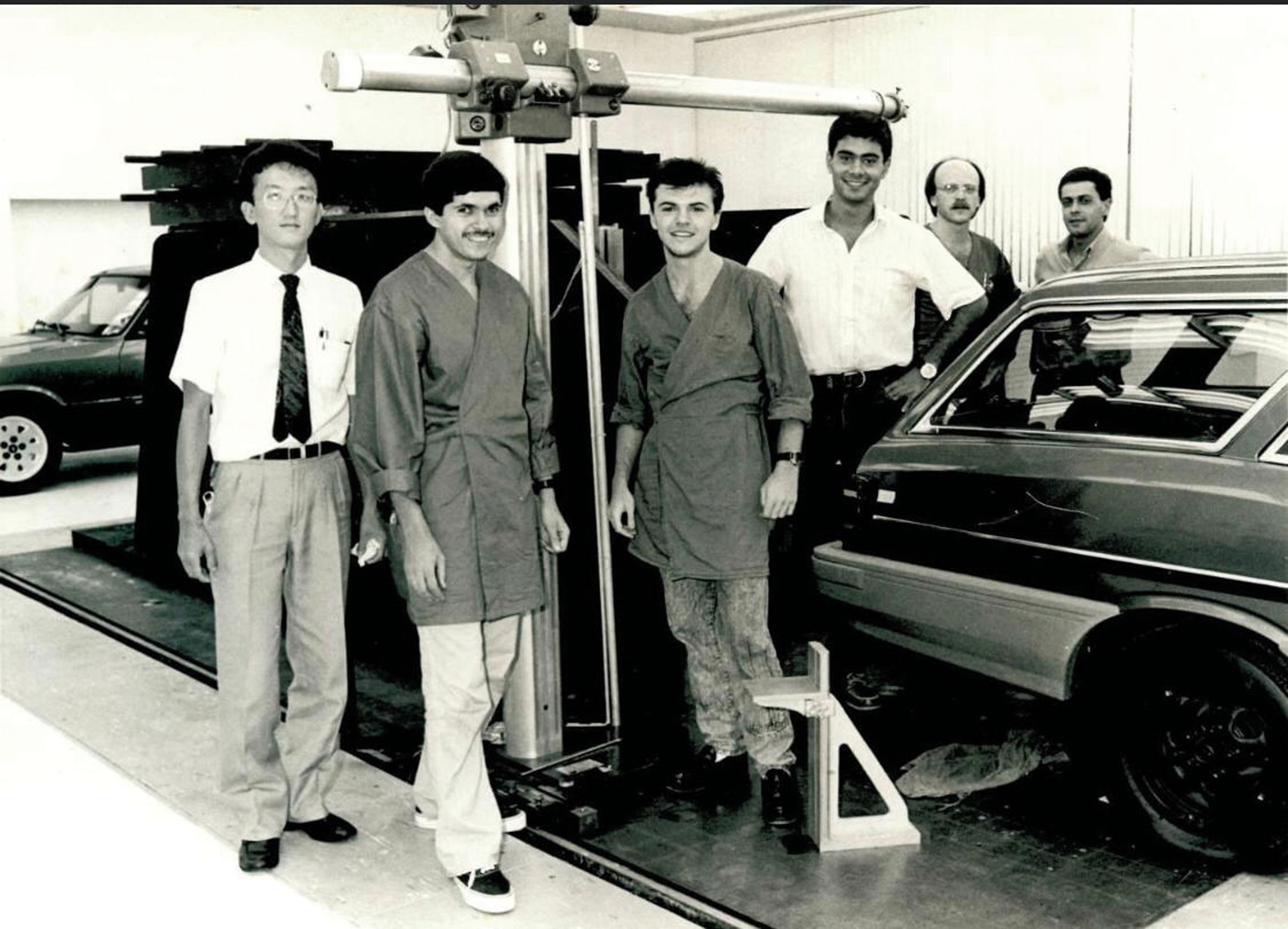João entre os colegas da GM, no centro de design em 1989