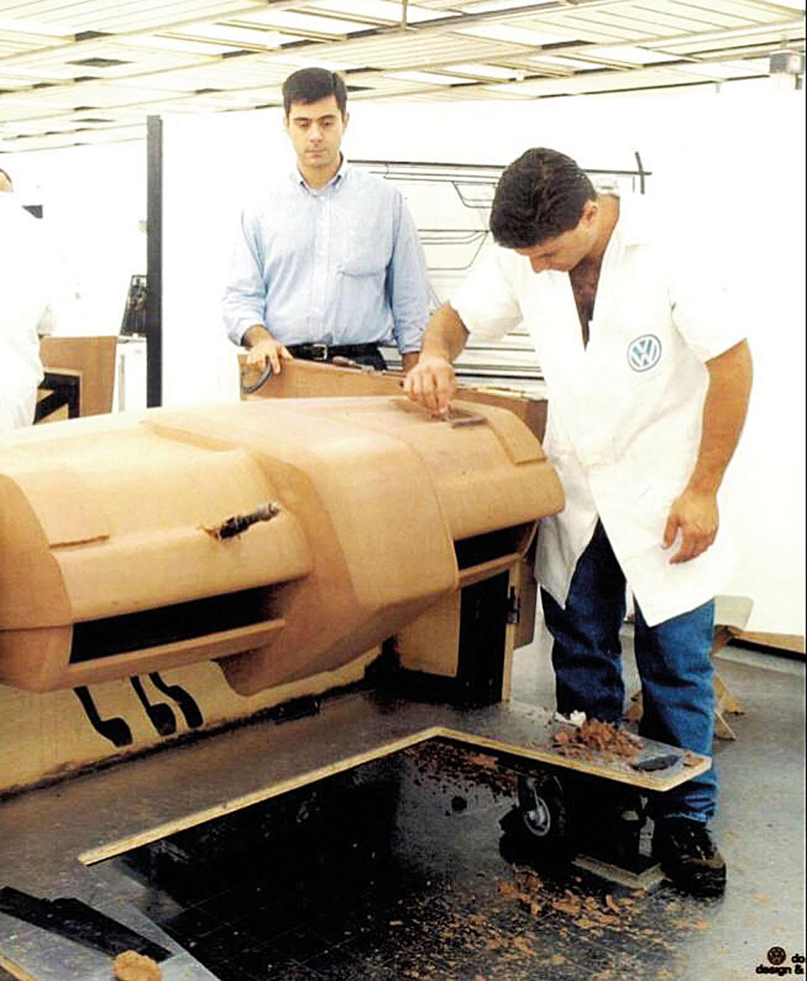 Em 1999, na VW, acompanhava a produção do Fox. E teve o seu desenho do interior escolhido para o modelo