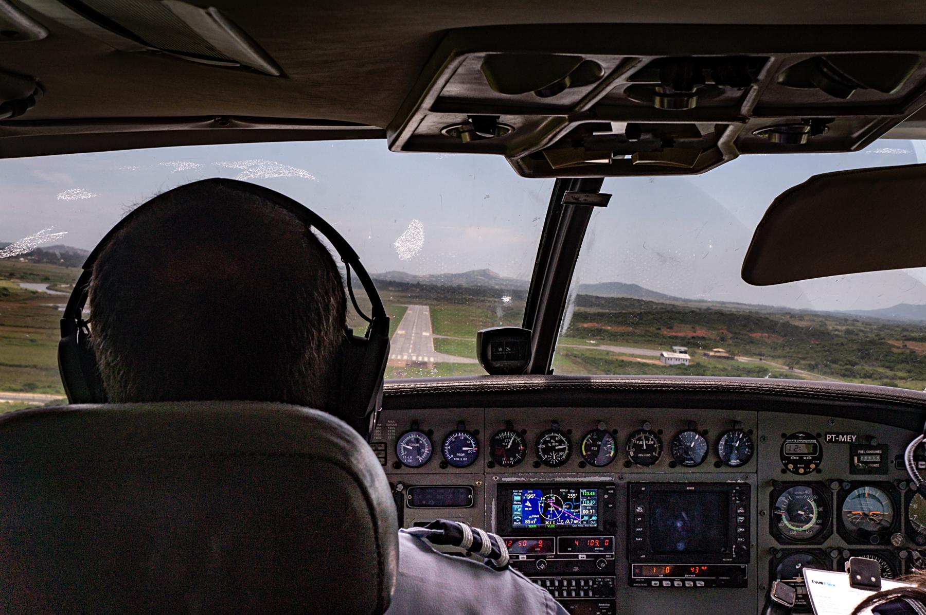 Aproximação final aeroporto de Búzios Cessna Caravan Azul