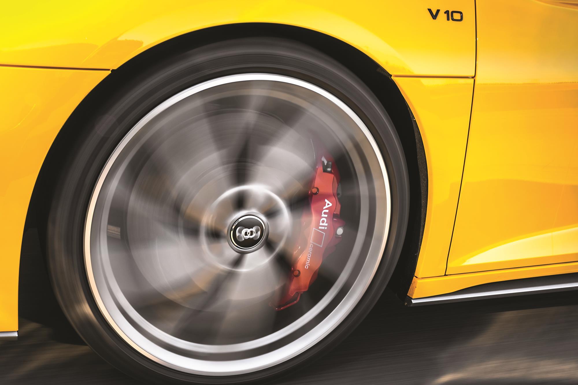 Audi R8 V10 Performance 2020 amarelo roda e freio