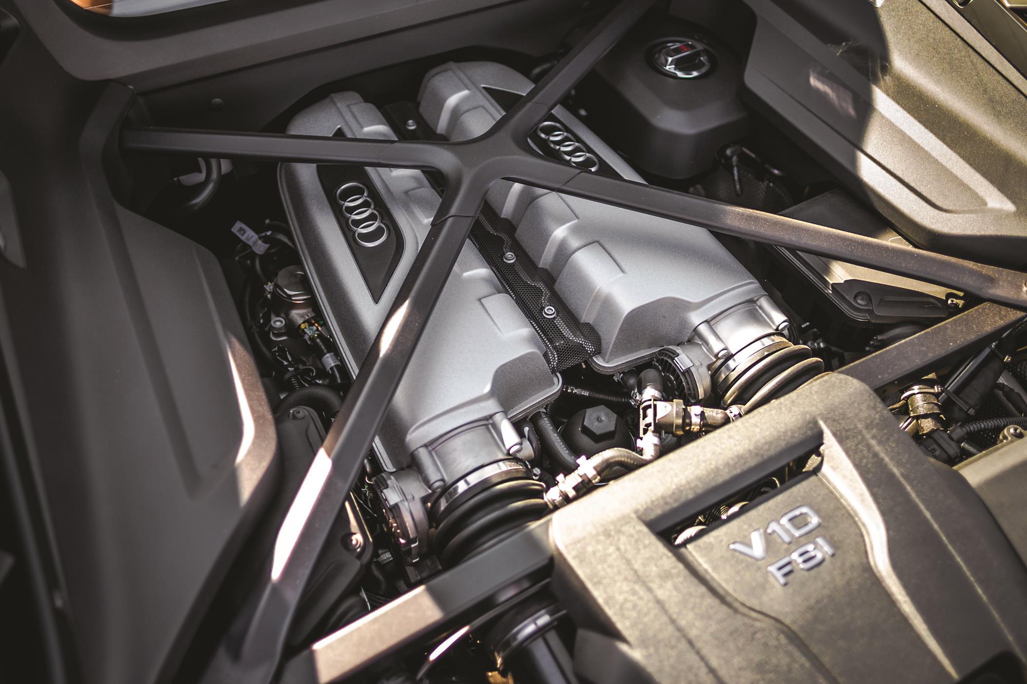 Audi R8 V10 Performance 2020 amarelo motor