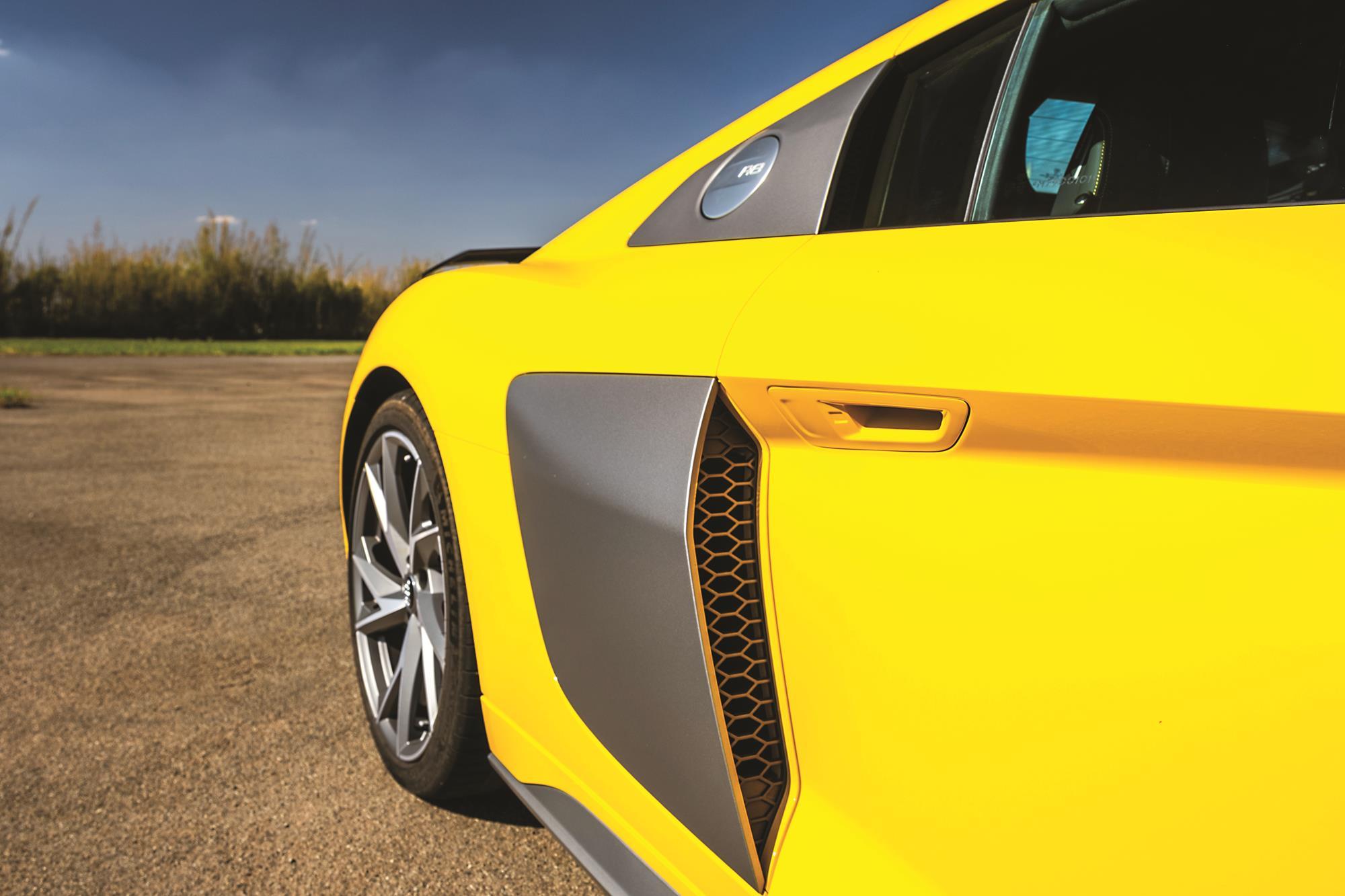 Audi R8 V10 Performance 2020 amarelo tomada de ar lateral