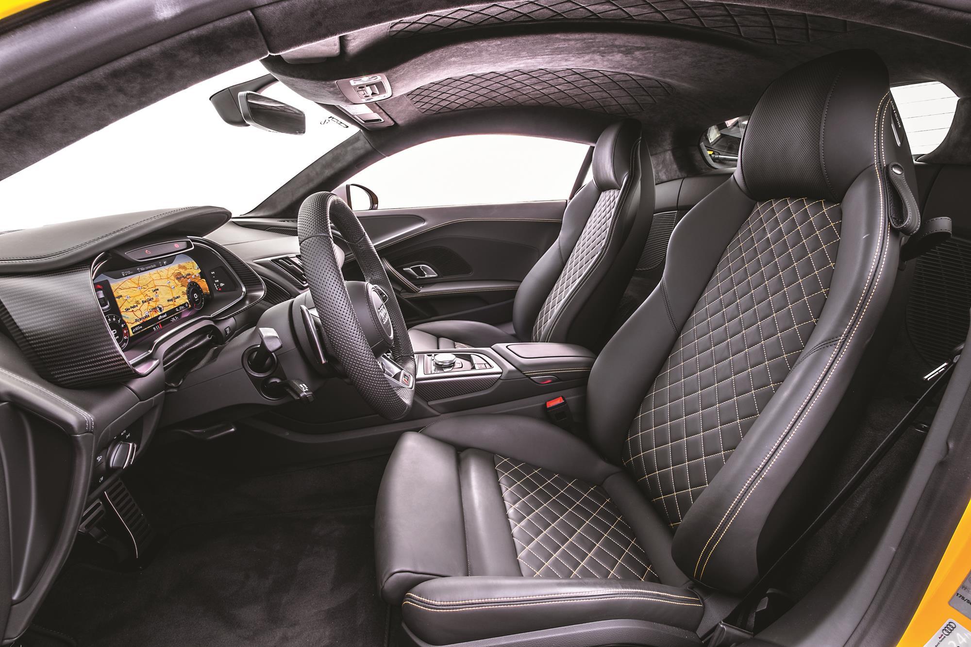 Audi R8 V10 Performance 2020 amarelo bancos