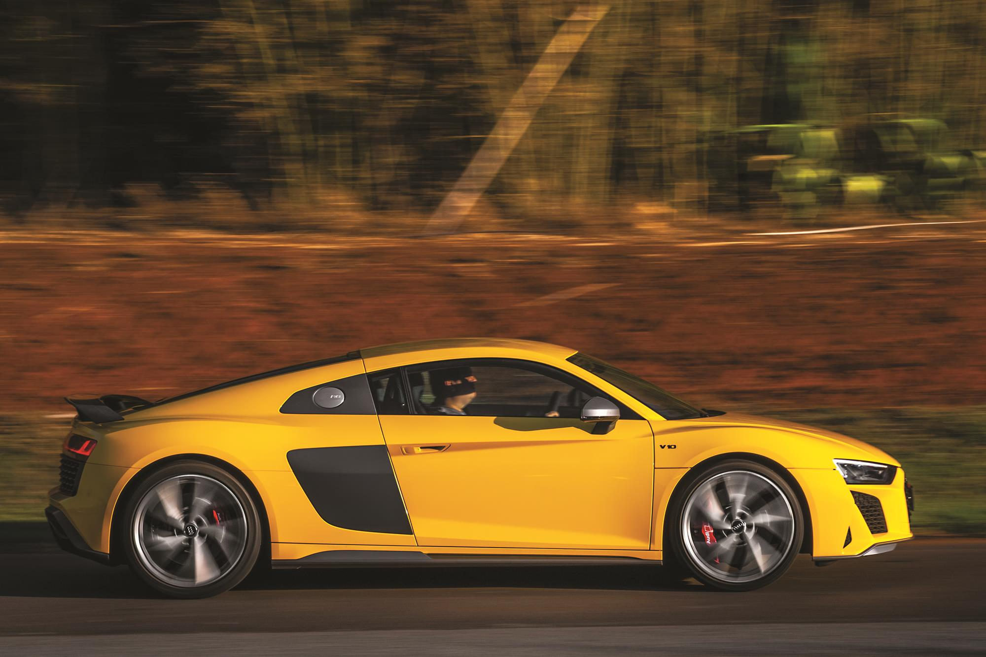 Audi R8 V10 Performance 2020 amarelo lateral