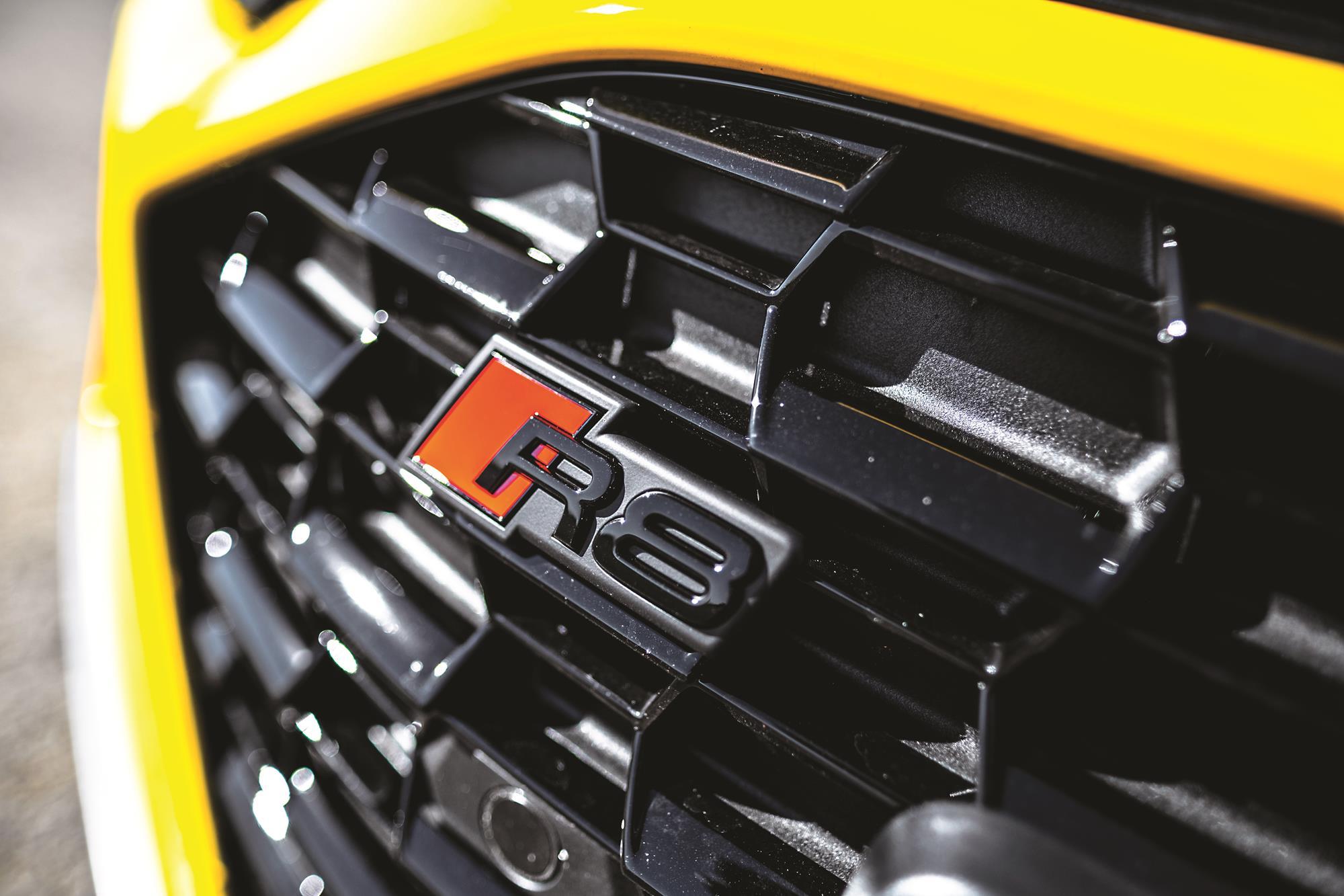 Audi R8 V10 Performance 2020 amarelo logo