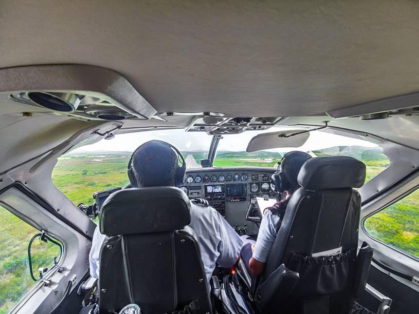 Pilotos operam o avião com a sintonia de dar inveja a Bebeto e Romário