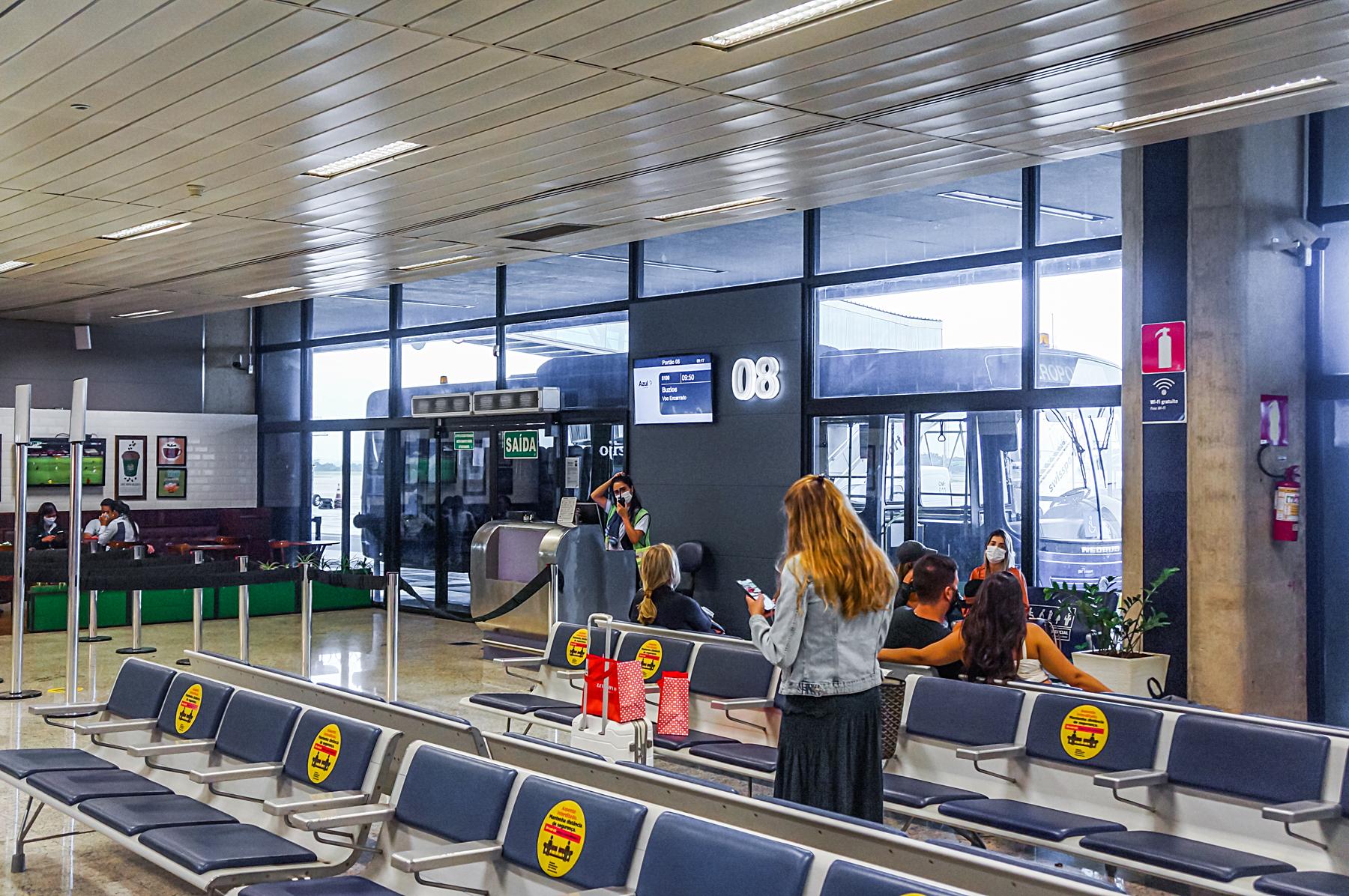 Portão de embarque do aeroporto de Confins