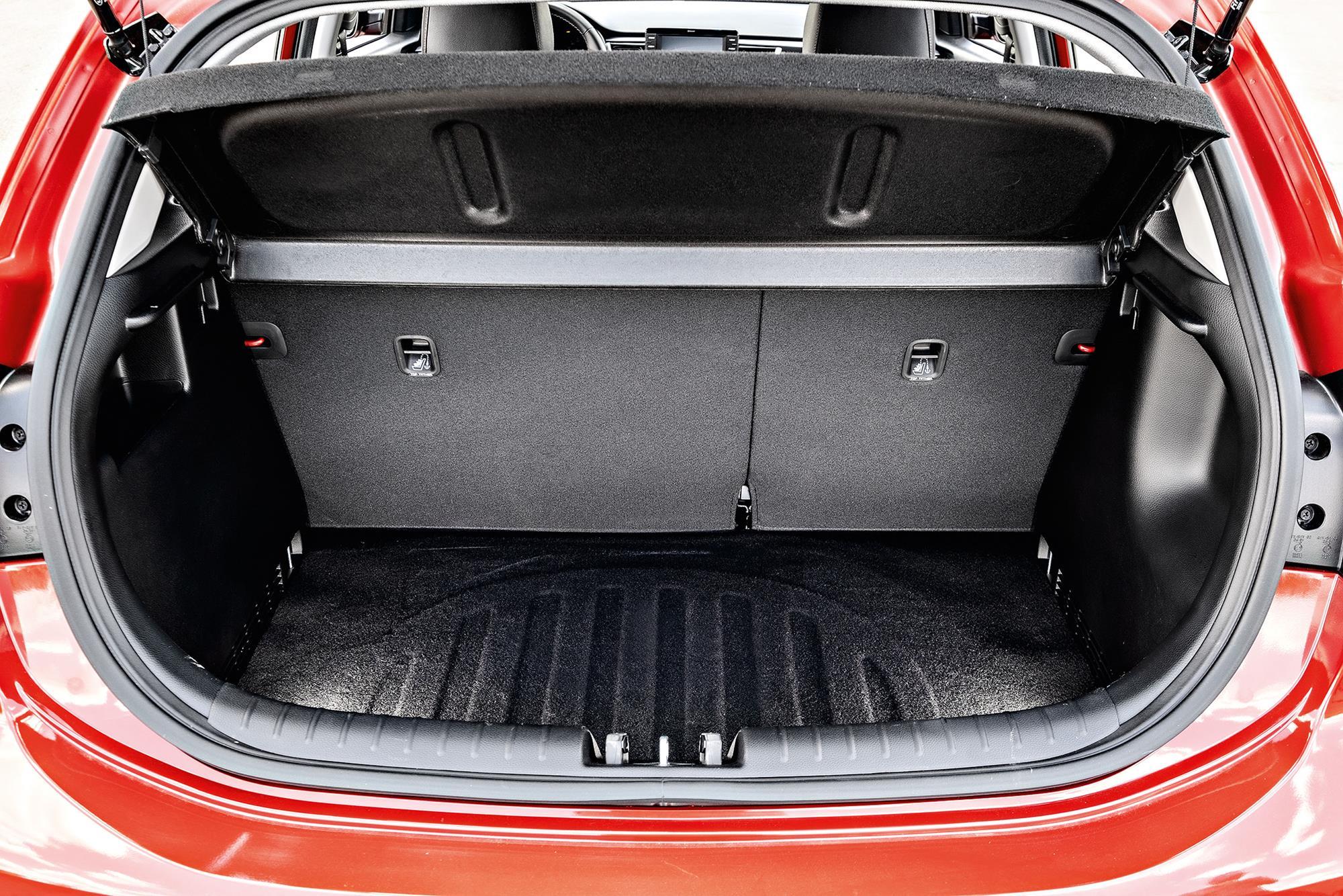 Kia Rio EX vermelho porta-malas
