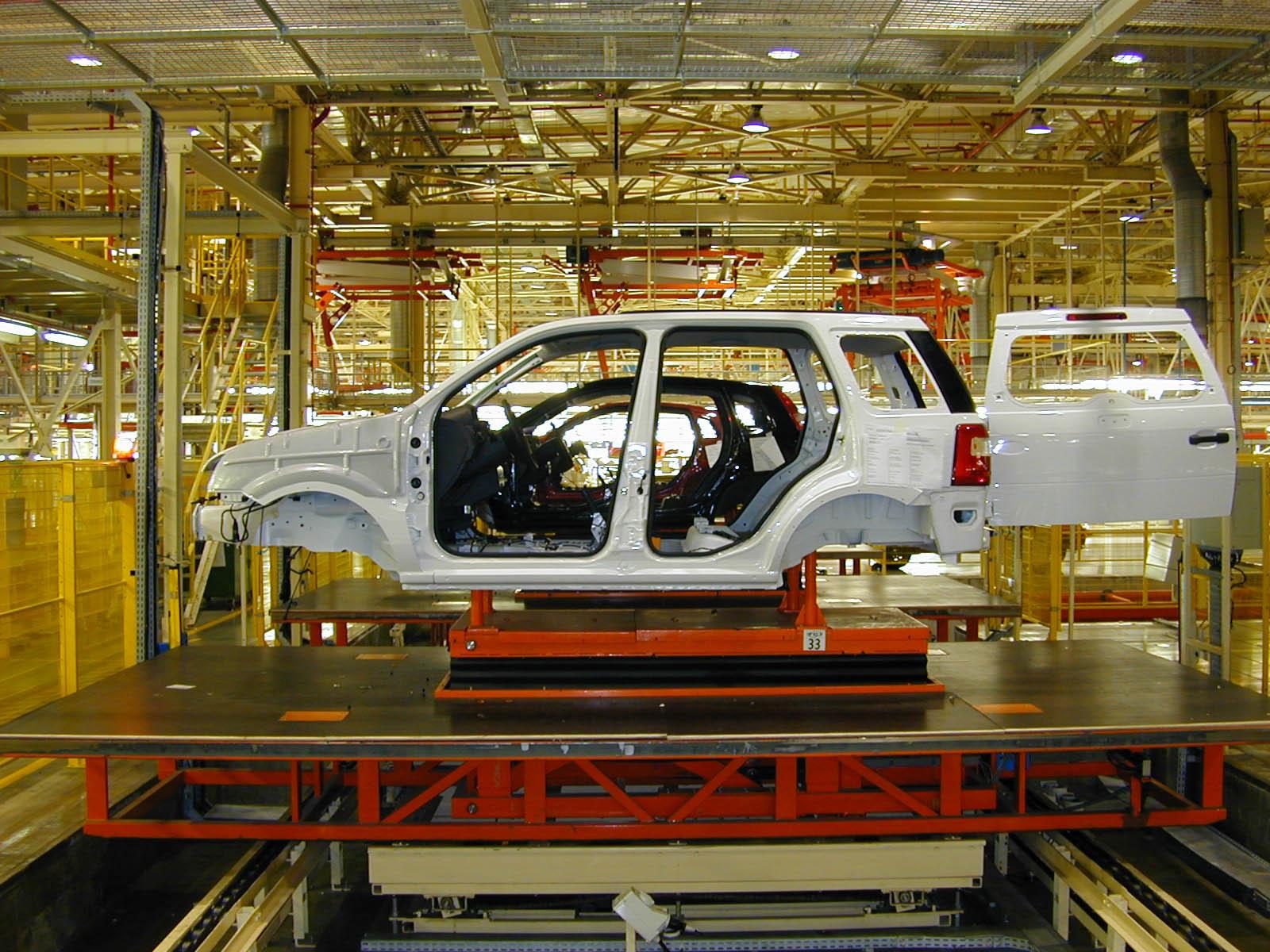 Linha de produção do EcoSport, na fábrica da Ford em Camaçari