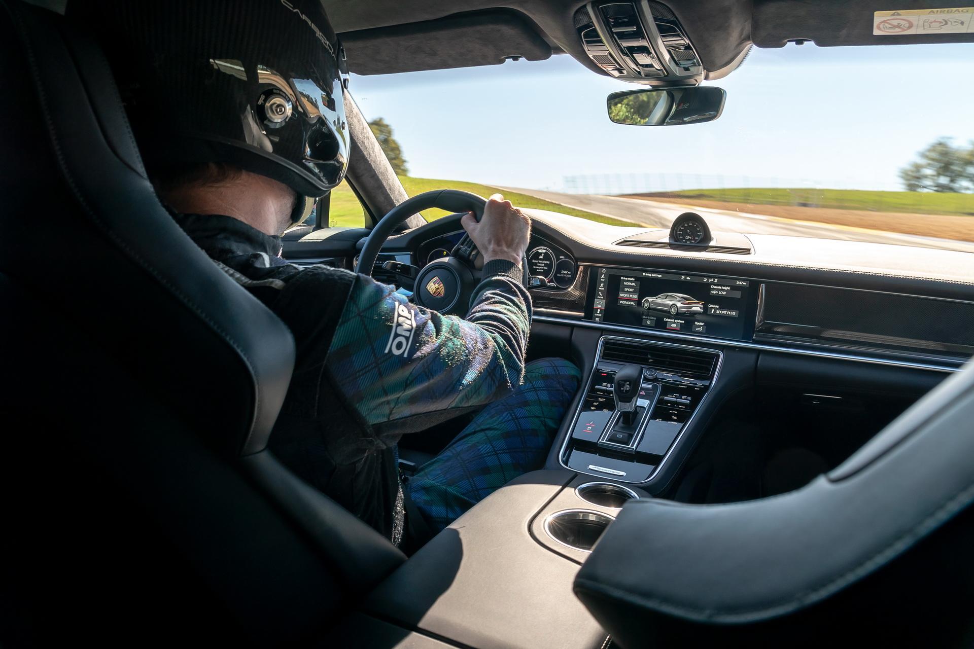 Porsche Panamera Turbo S 2021 volta em Road Atlanta visão interna