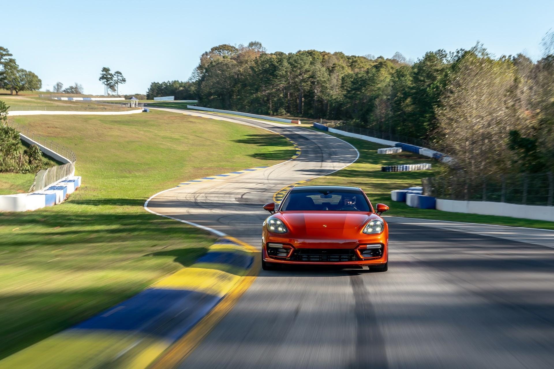 Porsche Panamera Turbo S 2021 volta em Road Atlanta