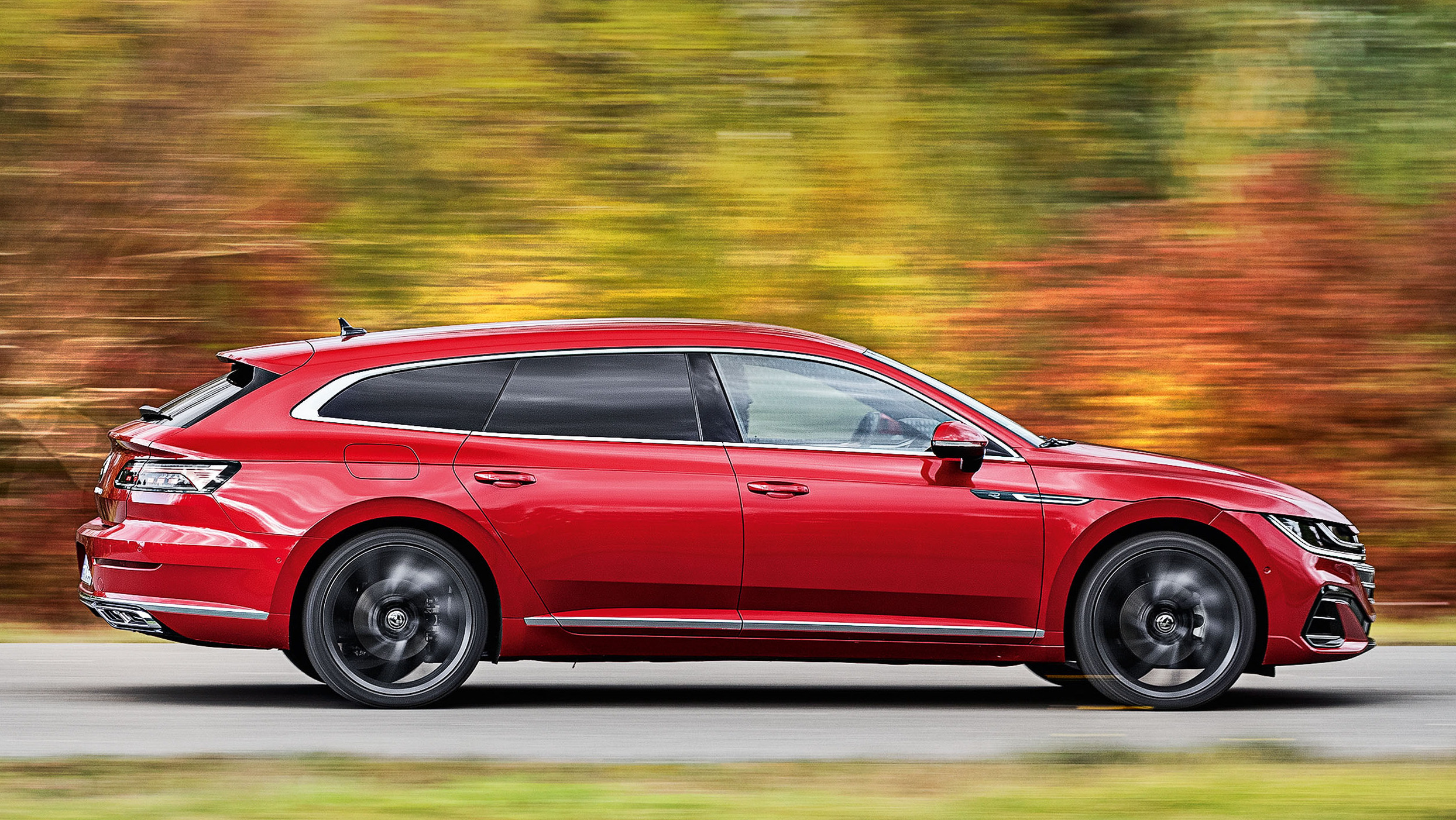 Volkswagen Arteon Shooting Brake vermelho lateral