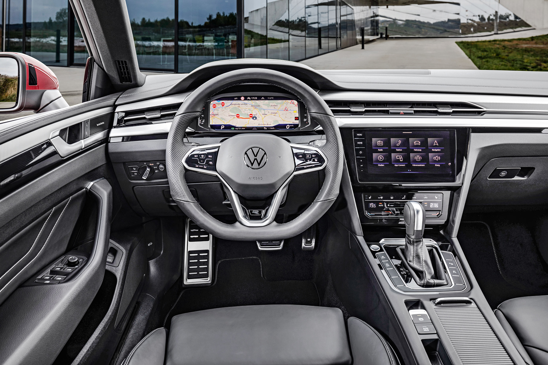 Volkswagen Arteon Shooting Brake vermelho painel
