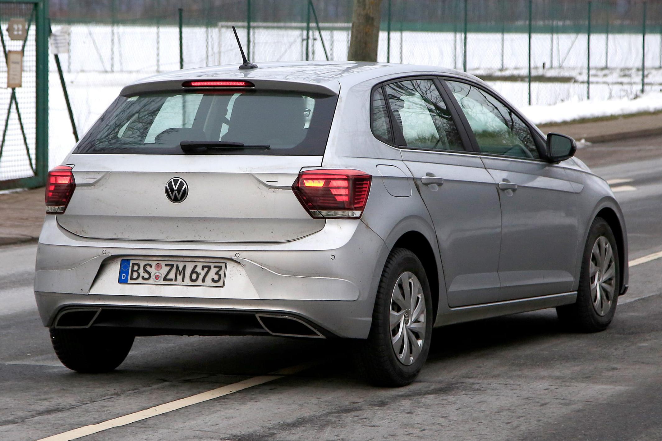 Flagra VW Polo reestilizado