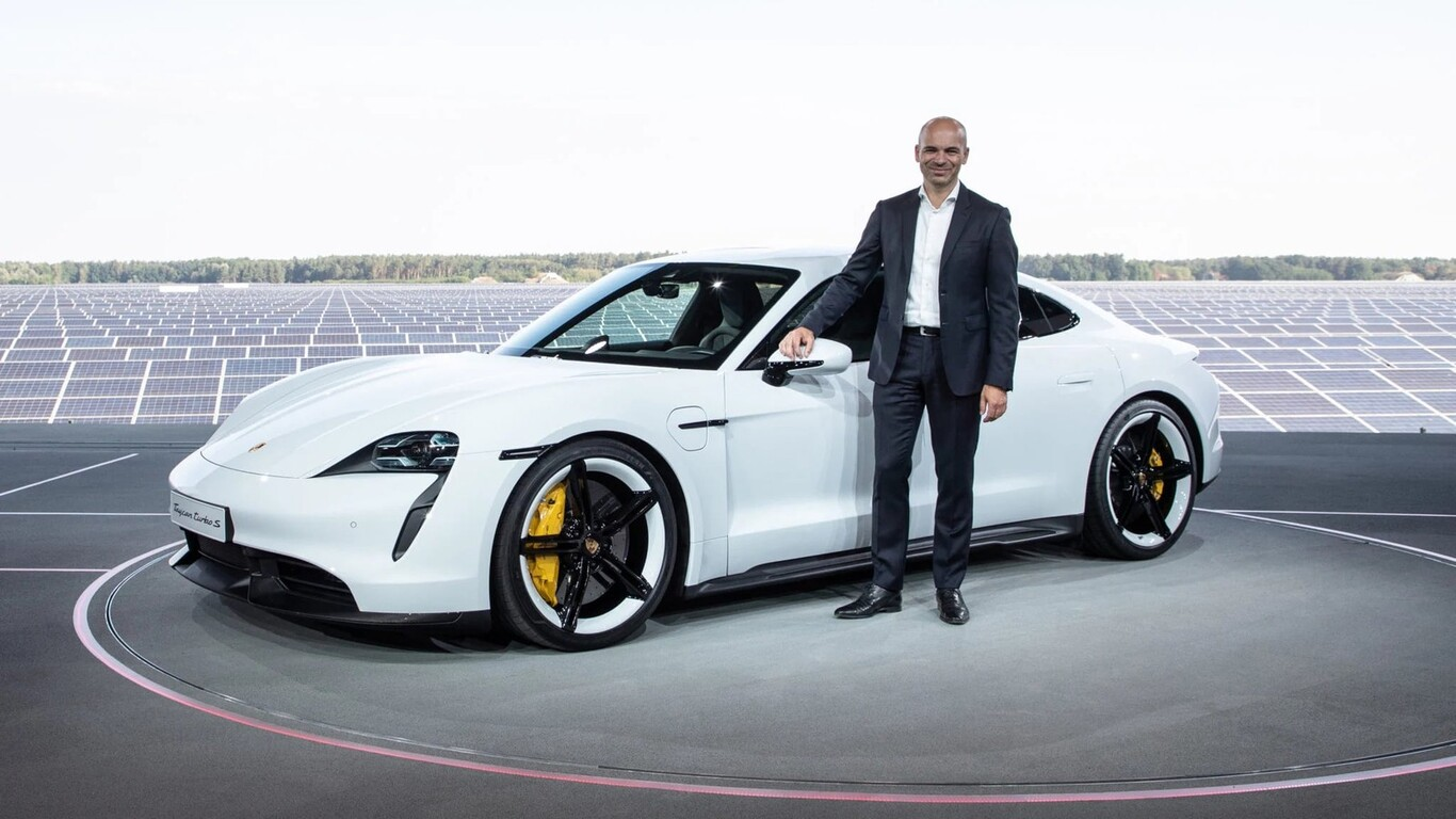 Após contratar talentos da Blackberry para cuidar do software, Apple foi atrás de VP da Porsche para desenvolver a carroceria de seu carro
