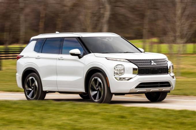 2022-Mitsubishi-Outlander-7-SUV-CarScoops