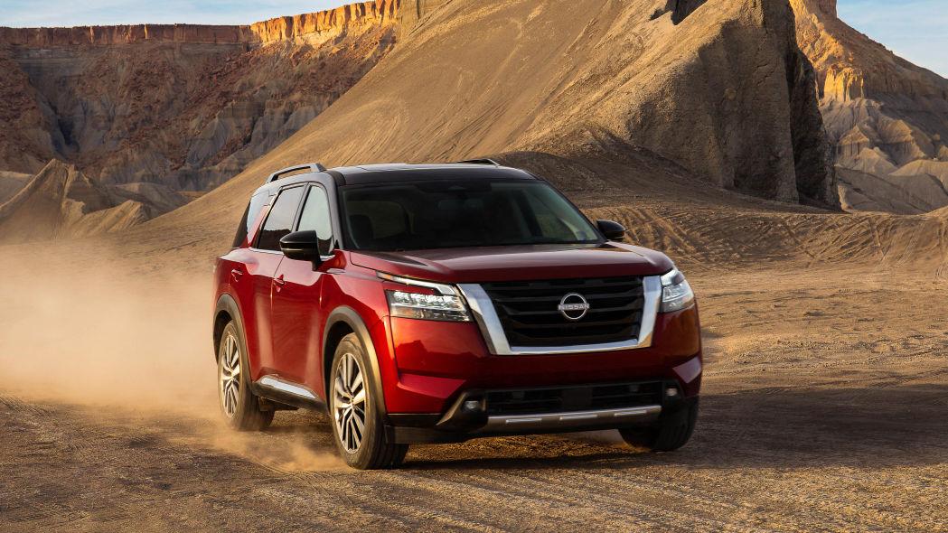 Nissan Frontier 2022 no deserto
