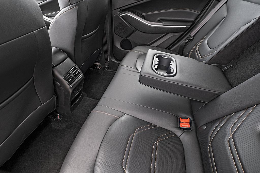 Apoio de braço com porta-copos do SUV JAC T60 Plus