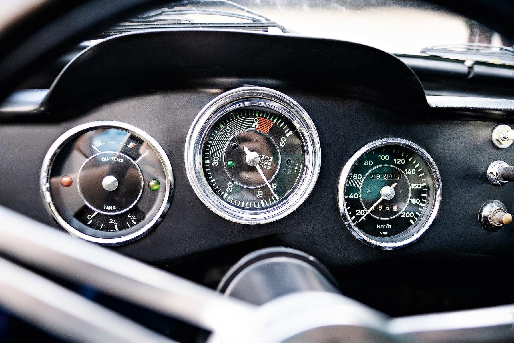 Karmann-Ghia Dacon 1966: quadro de instrumentos.