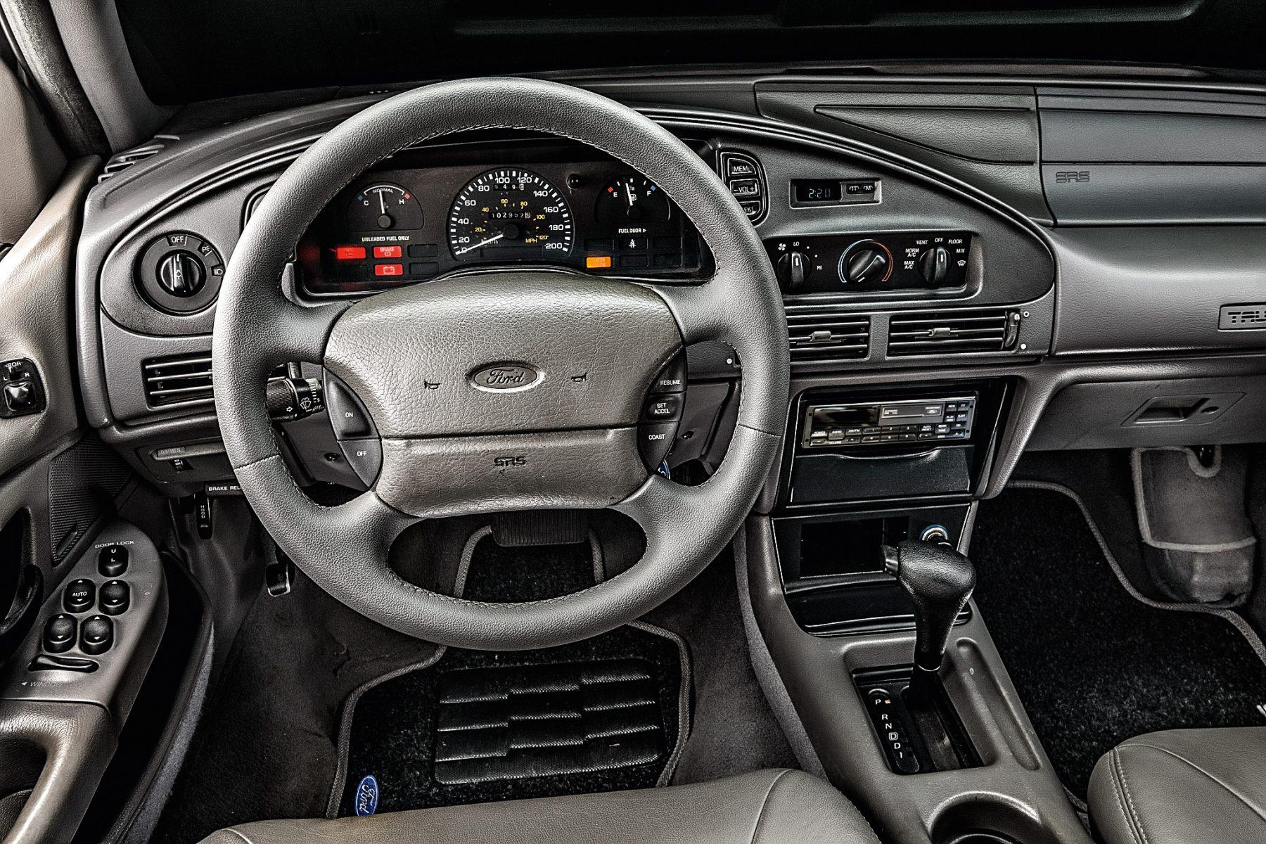Ford Taurus GL 1994 interior e volante
