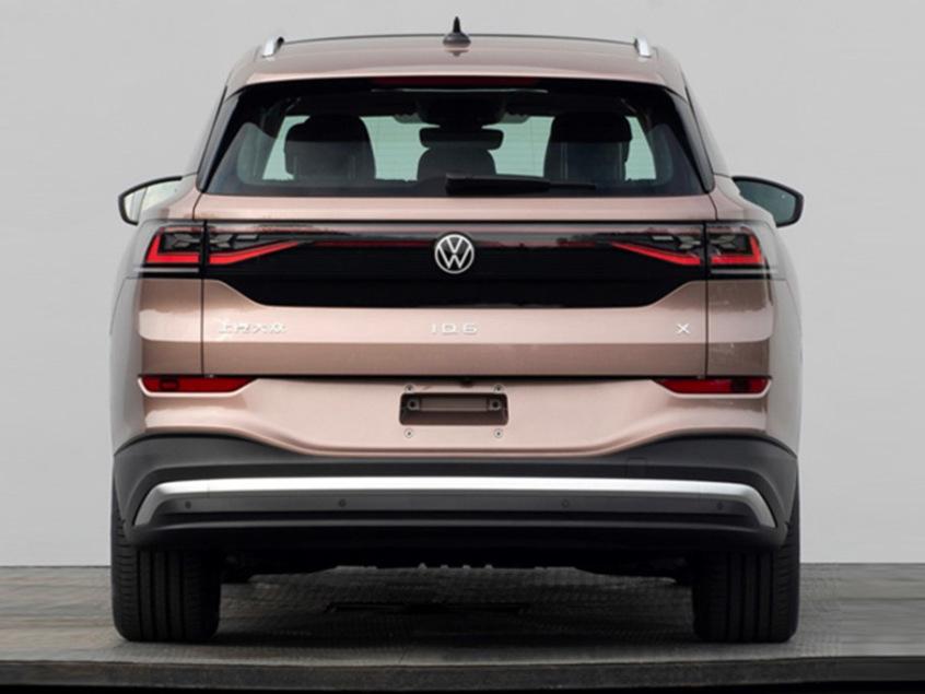 Traseira do ID.6 conta com faixa horizontal preta de outros modelos da VW