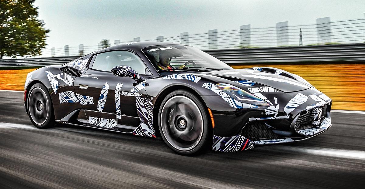 MC20 vai de 0 a 100 km/h em 2,9 s e supera os 325 km/h