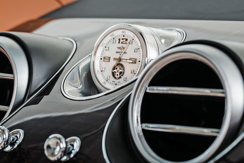 Todo Bentley vem acompanhado de um Breitling. Este é o Mulliner Tourbillon, em ouro e diamantes