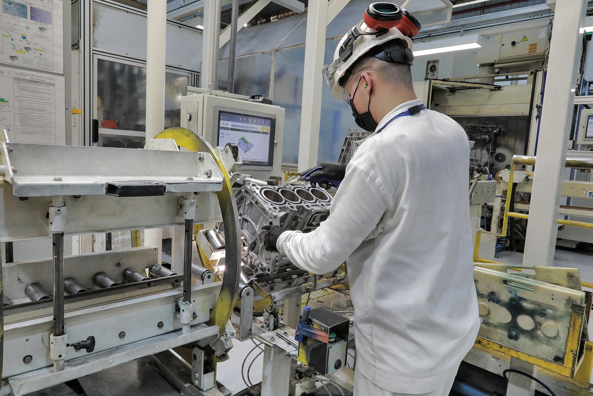 As camisas dos pistões são utilizadas como molde interno na injeção do bloco e recebem o brunimento na usinagem