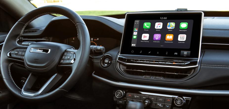 Apple Carplay em funcionamento na central Uconnect 5 de 10,1 polegadas do novo Jeep Compass 2022