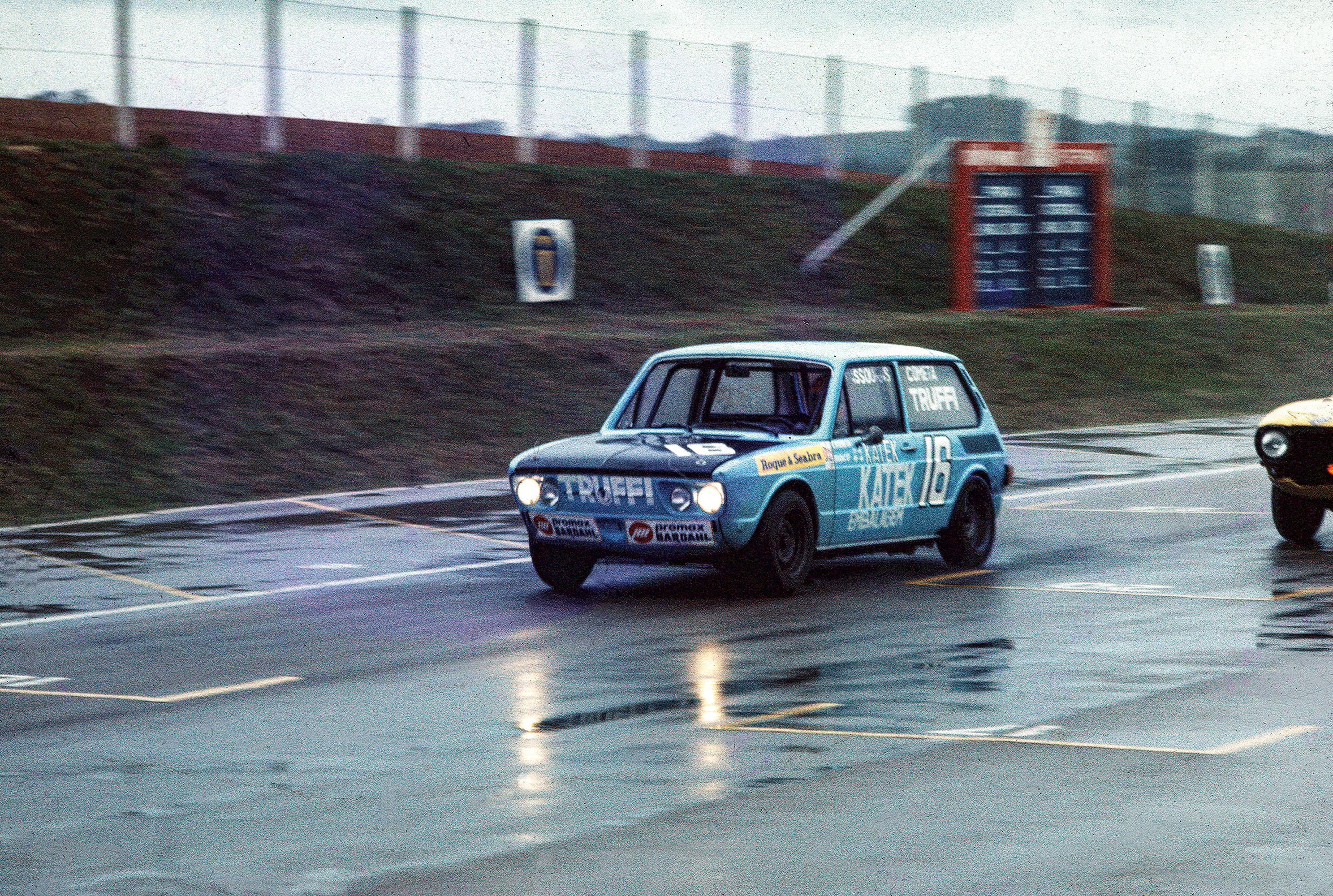 A Brasilia Elfcar Fukuda de corrida, que venceu tudo em 1974