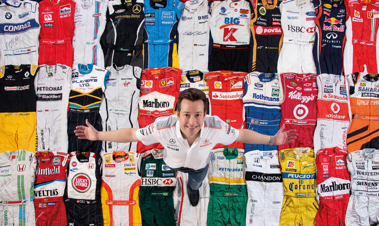 Na coleção de Haroldo há macacões de pilotos como Lewis Hamilton, Fernando Alonso e Rubens Barrichello