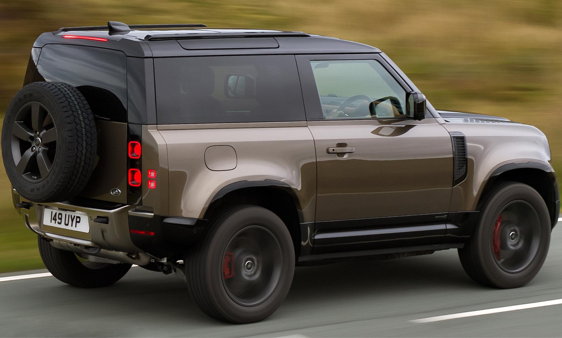 Seguindo a lógica da Land Rover no exterior, o Defender 90 — notável pelas duas portas — pode custar de R$ 370.000 a R$ 440.000