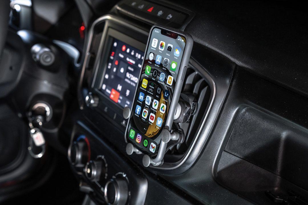 Suporte de celulares para carro THIS IS ONE CAR HOLDER