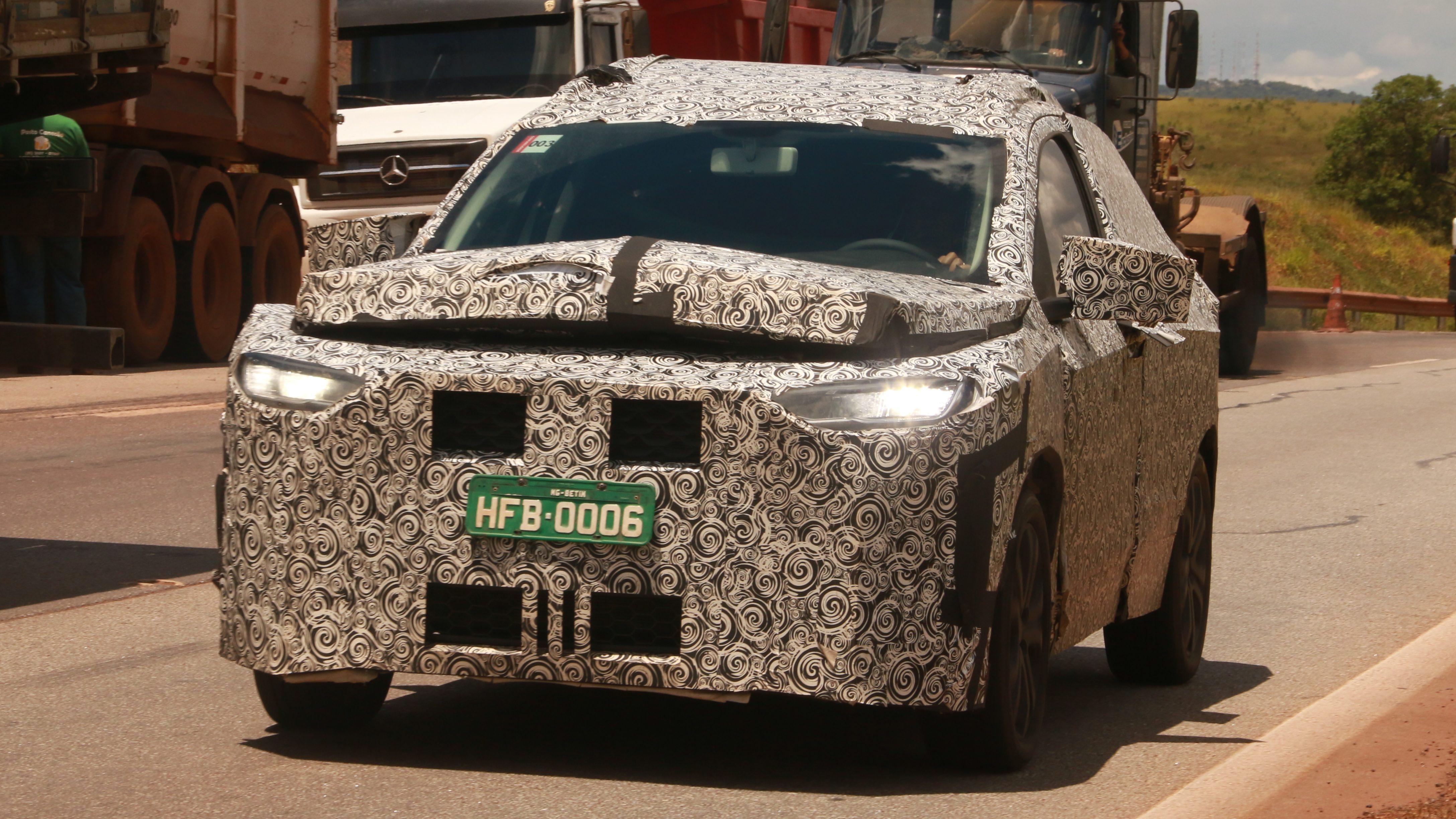 Flagra mostra uma mula de testes já com os faróis full-led em uso - Novo SUV FIAT