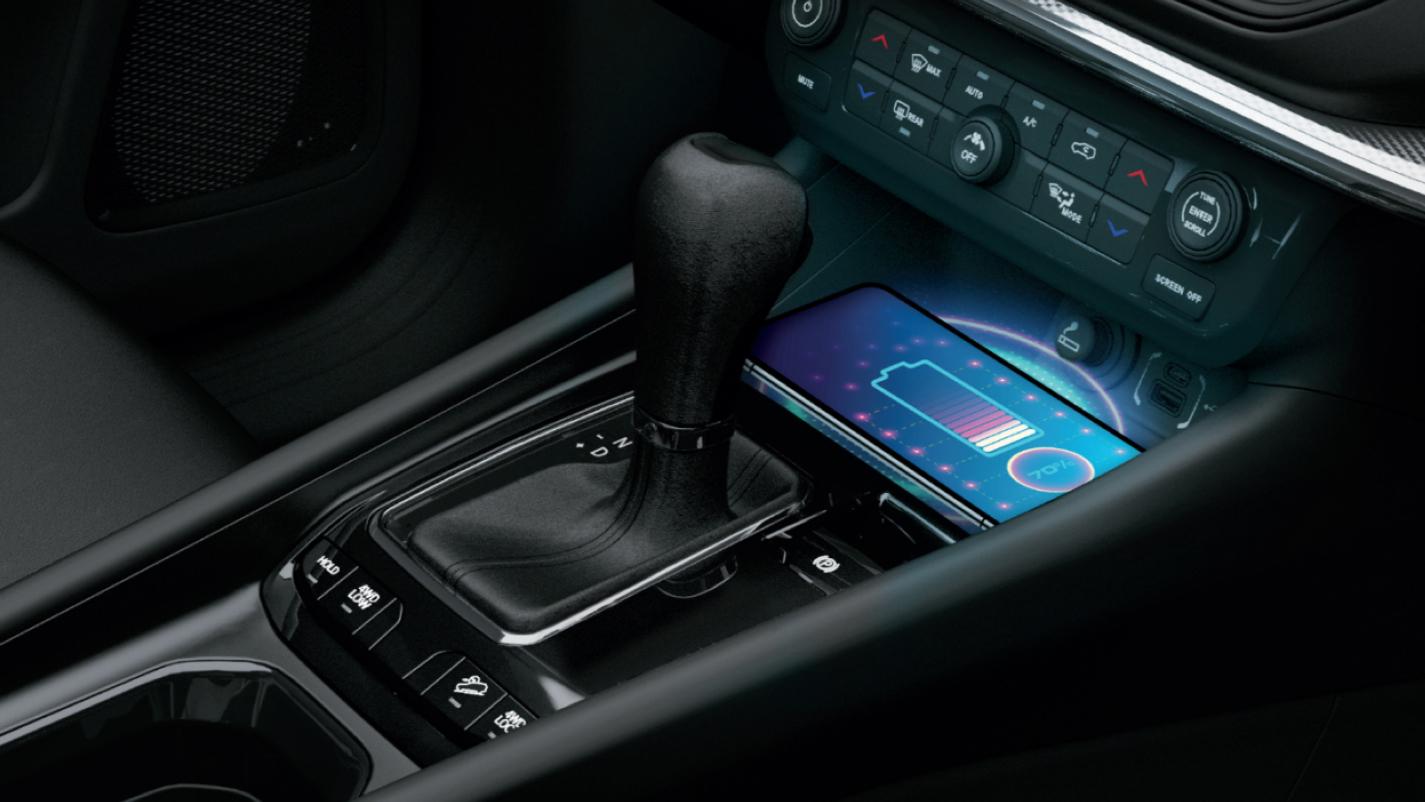 Espaço do carregador é pensado em smartphones de todos os tamanhos