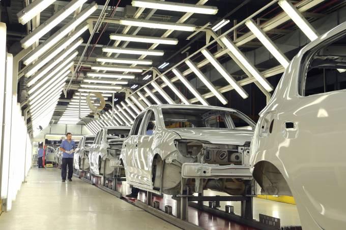 Linha de montagem da Renault, no Paraná